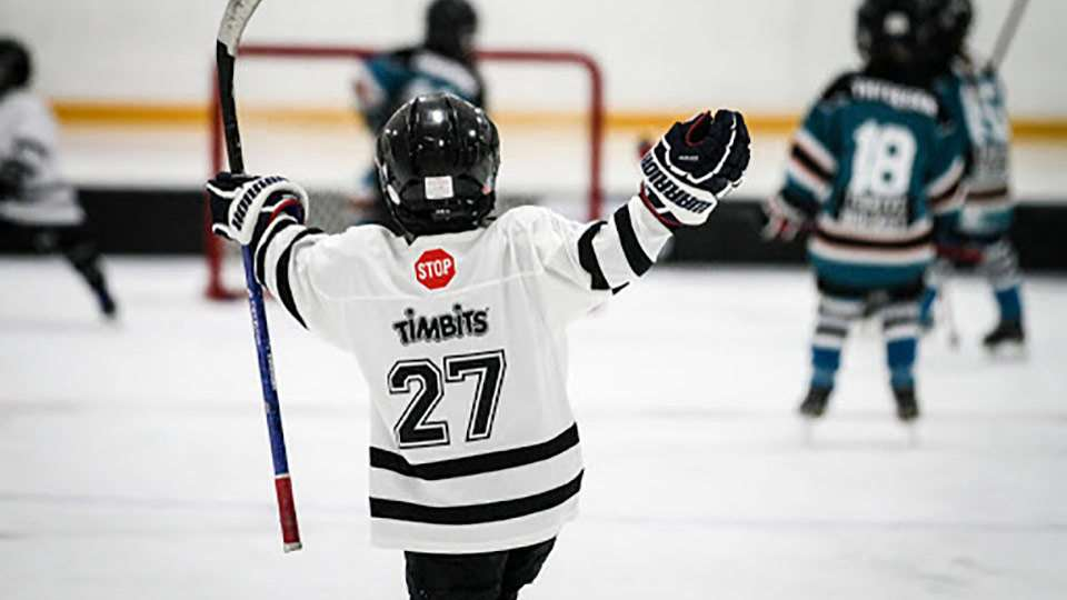 timbits u7 jersey player hands raised