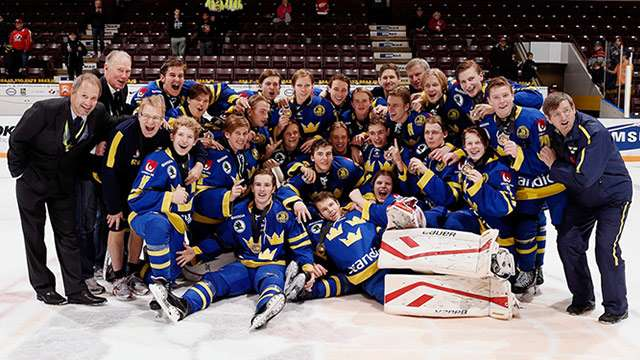 2014 wu17hc swe bronze celeb team photo 640