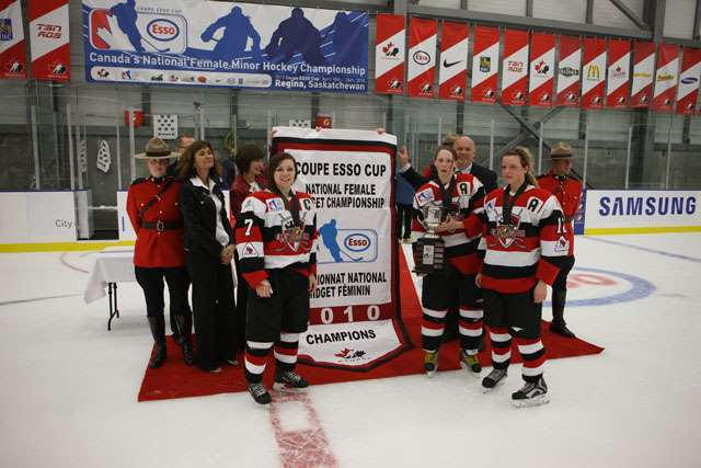 Thunder Bay Queens Win 2010 Esso Cup